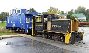 santa train rides on the stewartstown railroad in stewartstown pa