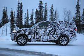 land rover snow 2017 land rover discovery camouflages even better during winter