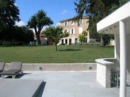 dallage exterieur en pierre naturelle terrasse dallage extérieur pierre naturelle et reconstituée