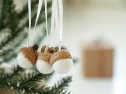 acorn caps with pompoms pompoms pinterest weihnachtsdeko