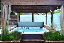contemporary tub with pathway by chicago roof deck garden