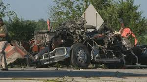 two dead 5 injured in crash on i 71 wsyx