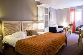 chambre en l chambre supérieure patio hôtel almoria deauville