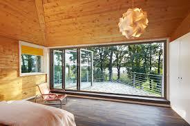 Schlafzimmer Aus Holz Kleines Holzhaus Mit Walmdach Moderne Einfamilienhäuser