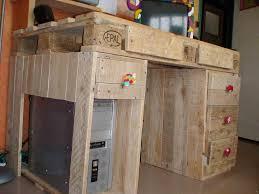 fabriquer un bureau en palette fabriquer un bureau en palette avec bureau en palette de bois bureau