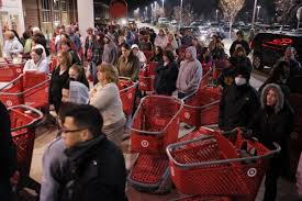 mall thanksgiving hours black friday canadian retailers fight back toronto star