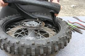 chambre a air moto cross demontage remontage d un pneu avec chambre a air en moins de 3 mn