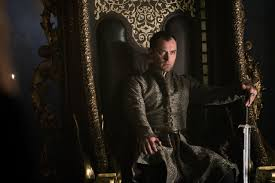 jude law steals the throne in u201cking arthur legend of the sword