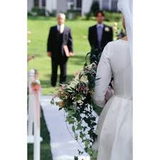 Aisle Runners For Weddings How To Tape Down An Aisle Runner For An Outdoor Wedding Our
