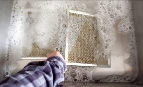 comment nettoyer la hotte de cuisine une astuce nettoyage simple pour une hotte aspirante couverte de
