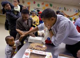 thanksgiving day video raw video the obama family volunteers at martha u0027s table