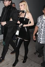 black dress for halloween party nicola peltz attends justjared halloween party moda de mujer que