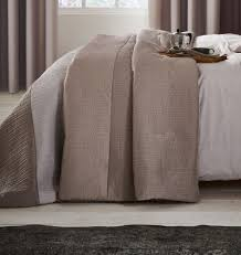 lansfield ombre ribbed bands natural bedspread 240x260cm