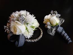 black and white corsage dsc06195 pockets filled with posies
