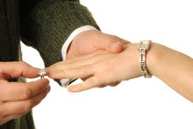 What Finger Does The Wedding Ring Go On by Which Hand Does The Engagement Ring Go On Gets Ring