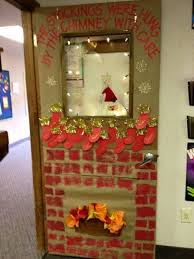 Pinterest Window Decorations For Christmas by Best 25 Christmas Classroom Door Ideas On Pinterest Christmas