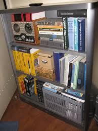 the big bang theory apartment file the big bang theory apartment 4a bookshelf 5029611351 jpg