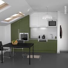 cuisine blanche et verte cuisine design blanche et verte aux lignes épurées implantation