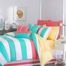 Wandgestaltung Schlafzimmer Bett Helle Wandfarben Stumm Geschaltet Auf Wohnzimmer Ideen Oder