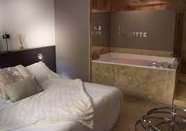 hotel baignoire dans la chambre fenotte hotel baignoire chambre lyon gourguillon le gourguillon