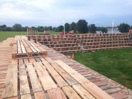 pit made out of 3000 wooden pallets 1001 pallets