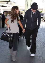 s cardy ugg boots grey hewitt at lax airport june 07 2009 ugg