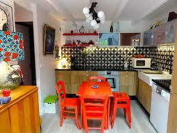 cuisine coloré cuisine colorée avec crédence en carreaux aux motifs géométriques