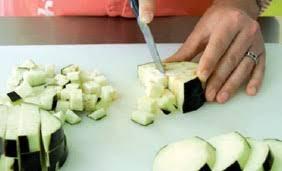 comment cuisiner aubergines préparer une aubergine les fruits et légumes frais
