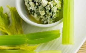 cuisiner c eri branche céleri branche dip au chèvre à la tapenade d algues cuisine et