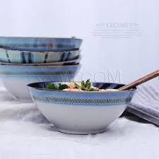 chinois en cuisine style chinois en céramique bol de fruits de riz nouilles salade