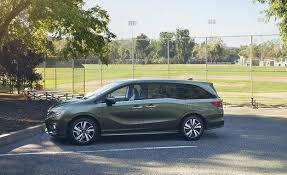 how is the honda odyssey 2018 honda odyssey photos and info car and driver