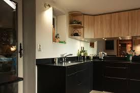 cuisine bordeaux mat cuisine noir mat chêne clair et granit moderne cuisine