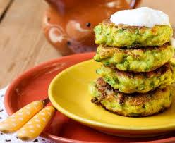 cuisiner de la courgette galettes de courgettes râpées recette de galettes de courgettes