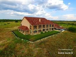 Farmhouse Ranch Carter U0027s Coffee Cup Ranch On Rocky Creek Cade Richmond Hay Land