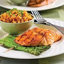 recette de cuisine saumon saumon glacé à l érable et asperges grillées recettes cuisine et