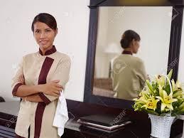 hotel femme de chambre portrait de femme de ménage asiatique heureux au travail en