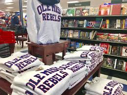 Barnes And Noble Oxford Valley Ole Miss Barnes U0026 Noble Debuts Their New Collections For Spring