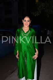 mommy be genelia d u0027souza deshmukh was glowing in green at