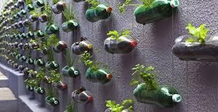 come realizzare un giardino pensile 10 giardini verticali dalle bottiglie di plastica greenme