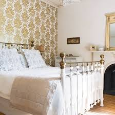 A Touch Of Victorian Style For An English Country House Bedroom - English bedroom design