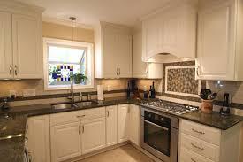 Three Light Pendant Kitchen White Oak Cabis Kitchen Kitchens Kitchens Light Wood Cabinets