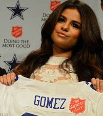 selena gomez to perform at halftime of dallas cowboys thanksgiving