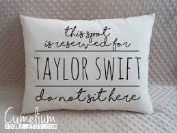 gifts for taylor swift fans 19 perfect gifts every taylor swift fan needs in their life