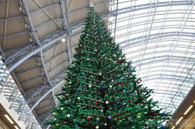 33 foot lego christmas tree erected in london u0027s st pancras station