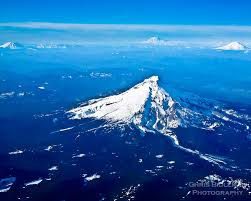 Four mountains snow capped cascades range in washington and