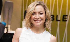 kate hudson talks about jennifer aniston squeezing her