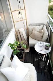 Apartment Patio Decorating Ideas by 60 Affordable Cozy Apartment Balcony Decorating Ideas