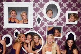 photo booth frames 10 creative ways to add frames to your wedding the magazine