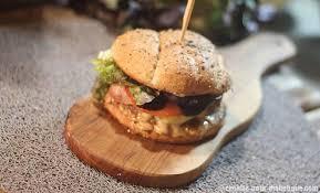 cuisiner un hamburger cheeseburger à la fourme d ambert et complet
