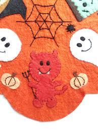 halloween rug pdf pattern cutie creeper halloween penny rug wool applique